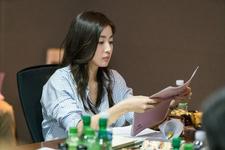 Tiet lo hinh anh Choi Siwon, Kang Sora va Gong Myung trong buoi doc kich ban dau tien cua 'Revolutionary Love' - Anh 7