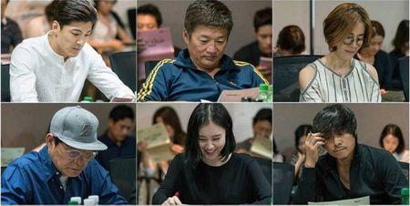 Tiet lo hinh anh Choi Siwon, Kang Sora va Gong Myung trong buoi doc kich ban dau tien cua 'Revolutionary Love' - Anh 9