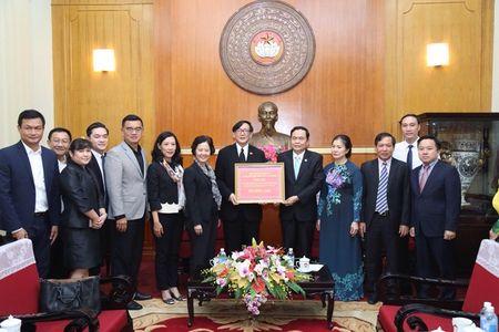 Thai Lan trao tien ung ho cac tinh mien nui phia Bac khac phuc hau qua mua lu - Anh 2