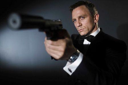 'Lucky Logan' se cuu vot su nham chan trong cac vai dien cua Daniel Craig? - Anh 2