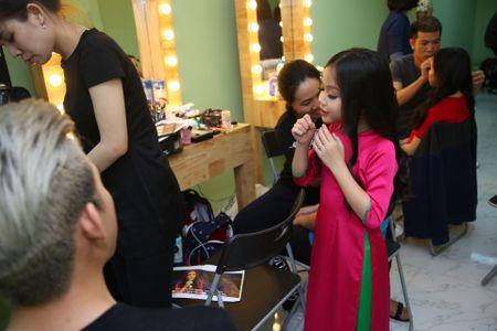 Guong mat than quen nhi: Hoai Linh phat cuong vi cau be sieu tieng Anh - Anh 7