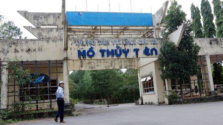 Du khach nuoc ngoai do xo kham pha cong vien nuoc bo hoang o Viet Nam - Anh 8
