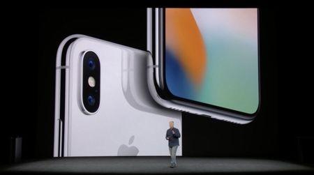 "Nguoi Trung Quoc ""nhin"" an tieu trong 2 thang moi du tien mua iPhone X - Anh 1"