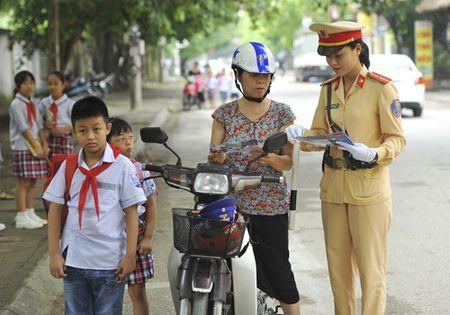 Ninh Binh tang cuong giao duc phap luat trat tu an toan giao thong - Anh 1