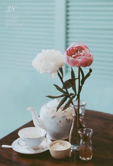 Sai Gon: Doc dao quan tra hoa buoc ra tu truyen tranh - Anh 5