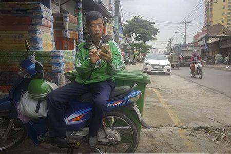 GrabBike - Nhung cuoc xe doi - Ky 4: Nhung bong hong tren duong - Anh 2