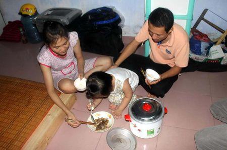 Nguoi lao dong khong du song, doanh nghiep van keu luong cao - Anh 1