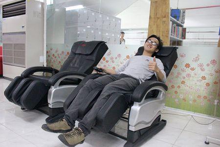 Thu vien trang bi vong nam, ghe massage cho sinh vien - Anh 6