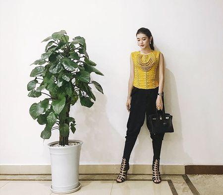 My nhan Viet langxe phong cach nu tinh tren san dien street style - Anh 13