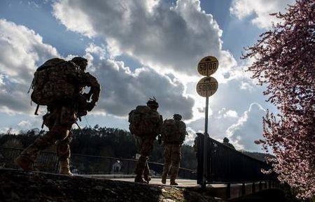 NATO tap tran, doi Nga chi duoc ngoi im? - Anh 2