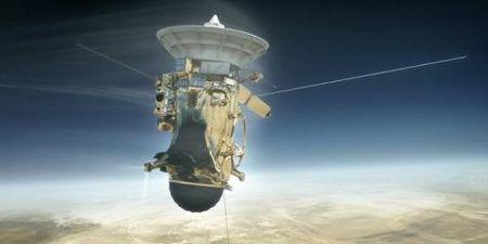 Tau vu tru Cassini nhan lenh lao vao Sao Tho tu sat - Anh 1