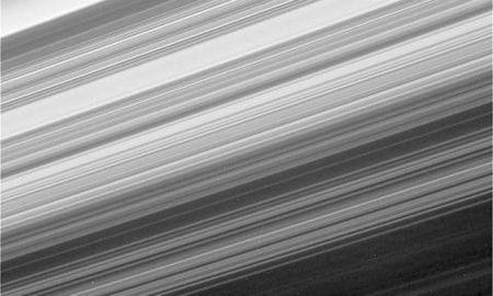 Tau vu tru Cassini nhan lenh lao vao Sao Tho tu sat - Anh 9