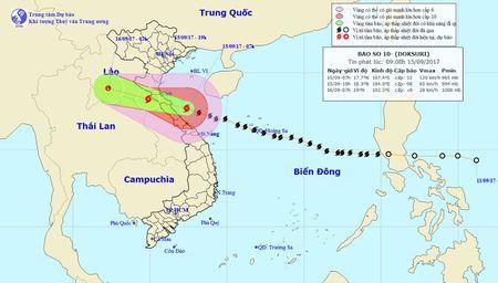 Ban tin thoi tiet 9h30: Bao so 10 bat dau 'oanh tac' vung bien Ha Tinh-Quang Tri - Anh 1