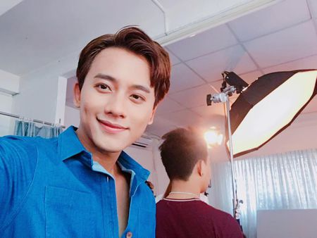 Thay giao dien trai, lang tu trong MV Em gai mua cua Huong Tram la ai? - Anh 17