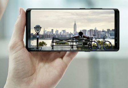 iPhone X khung la the, van 'chao thua' 12 vu khi tren Galaxy Note 8 - Anh 1