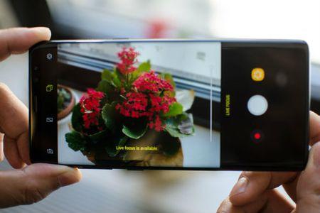 iPhone X khung la the, van 'chao thua' 12 vu khi tren Galaxy Note 8 - Anh 9