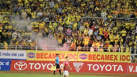 Sai Gon FC bi phat nang vi CDV FLC Thanh Hoa - Anh 1