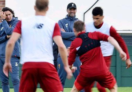 Vang bong Mane, Coutinho de dang 'lam loan' san tap Liverpool - Anh 10