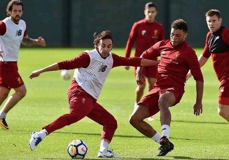 Vang bong Mane, Coutinho de dang 'lam loan' san tap Liverpool - Anh 5