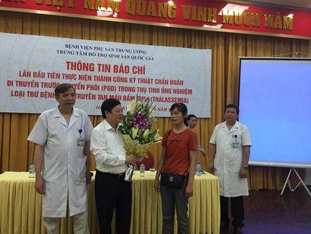 Lan dau tien Viet Nam thu tinh thanh cong cho nguoi bi tan mau bam sinh - Anh 1