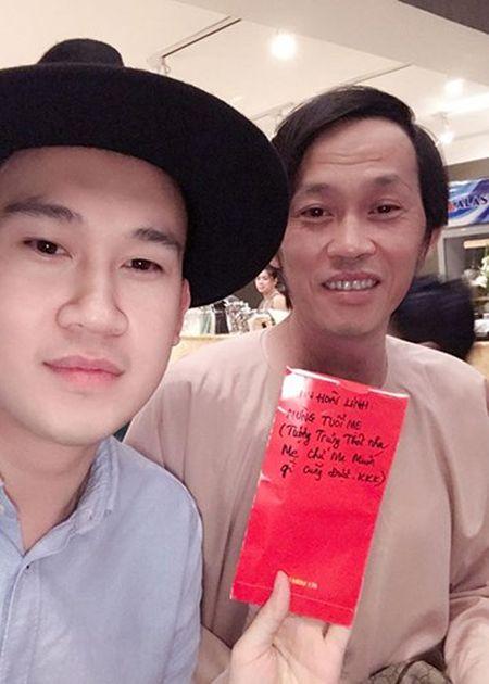 Hot Face sao Viet 24h: Bat ngo qua sinh nhat Hoai Linh tang me - Anh 1