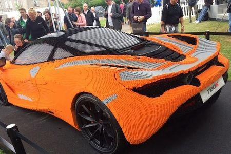 Hoang tu Anh thich thu voi sieu xe McLaren 720S lego - Anh 5