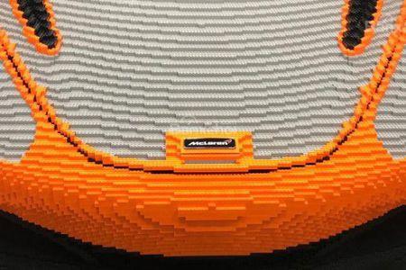 Hoang tu Anh thich thu voi sieu xe McLaren 720S lego - Anh 6