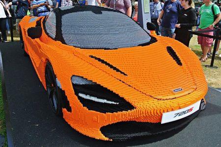 Hoang tu Anh thich thu voi sieu xe McLaren 720S lego - Anh 7