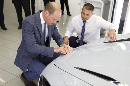 Hoang tu Anh thich thu voi sieu xe McLaren 720S lego - Anh 8