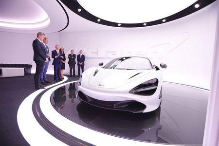 Hoang tu Anh thich thu voi sieu xe McLaren 720S lego - Anh 9