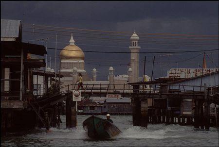 Cuoc song o Brunei nam 1992 qua ong kinh nguoi Nga (1) - Anh 1