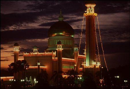 Cuoc song o Brunei nam 1992 qua ong kinh nguoi Nga (1) - Anh 2