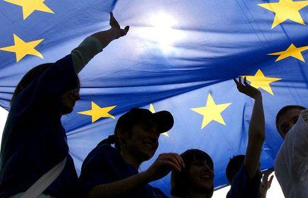 EU van chua chiu buong tha Nga - Anh 1