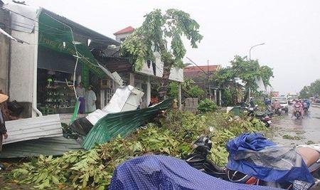 Nha cua tan hoang sau tran loc xoay kinh hoang o thi xa Huong Thuy - Anh 1