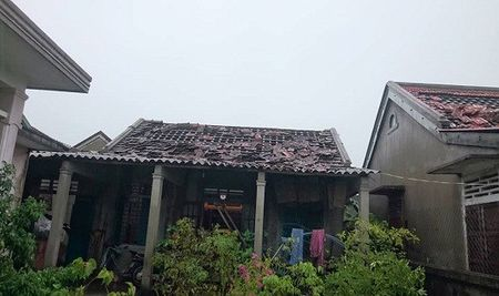 Nha cua tan hoang sau tran loc xoay kinh hoang o thi xa Huong Thuy - Anh 3