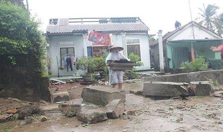 Nha cua tan hoang sau tran loc xoay kinh hoang o thi xa Huong Thuy - Anh 4