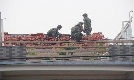 Nha cua tan hoang sau tran loc xoay kinh hoang o thi xa Huong Thuy - Anh 6
