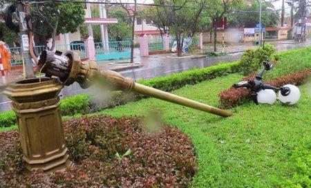 Quang Binh: Bao keo sap cong chao, lam ngap loat duong, khien 1 nguoi chet - Anh 12