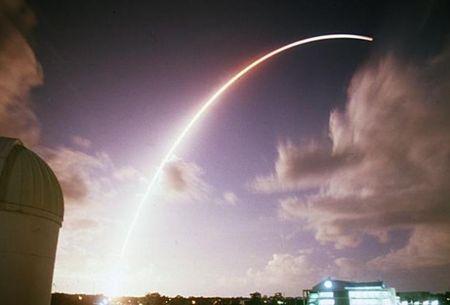 NASA phat truc tiep canh tau vu tru Cassini 'tu sat' vao toi 15/9 - Anh 1