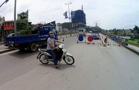 Bao so 10: Hai tau bi chim, Quang Ninh cam cau Bai Chay - Anh 1