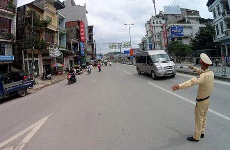 Bao so 10: Hai tau bi chim, Quang Ninh cam cau Bai Chay - Anh 4