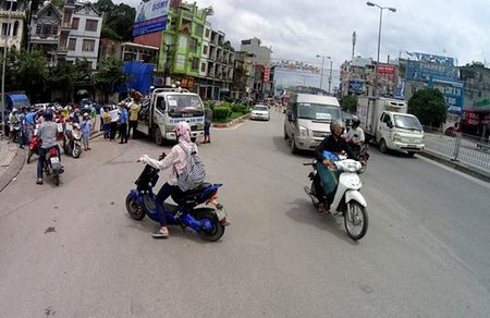 Bao so 10: Hai tau bi chim, Quang Ninh cam cau Bai Chay - Anh 5