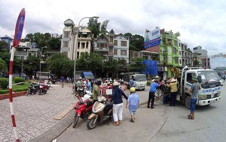 Bao so 10: Hai tau bi chim, Quang Ninh cam cau Bai Chay - Anh 6