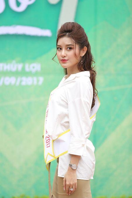 A hau Huyen My huong dan sinh vien DH Thuy loi di catwalk - Anh 2