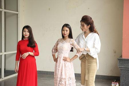 A hau Huyen My huong dan sinh vien DH Thuy loi di catwalk - Anh 6