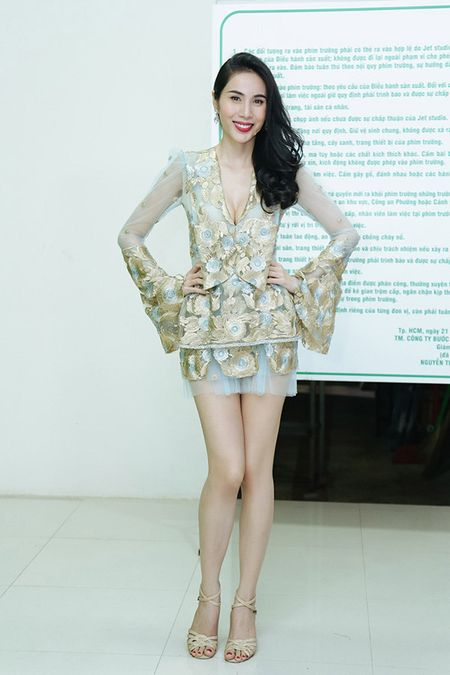 Thuy Tien choi troi thay 4 trang phuc trong su kien - Anh 5