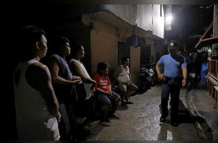 Bi cao buoc lam dung, Philippines 'bat' 1.200 nhan vien canh sat tam nghi - Anh 1