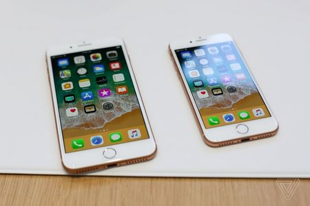 Pin cua iPhone 8 con nho hon iPhone 7 - Anh 1