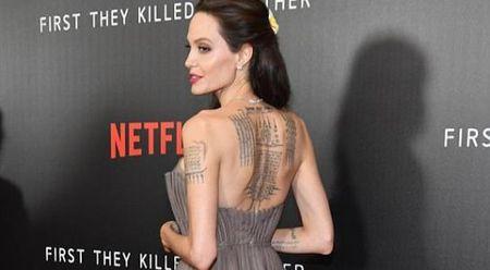 Angelina Jolie dien vay goi cam khoe hinh xam an tuong - Anh 1