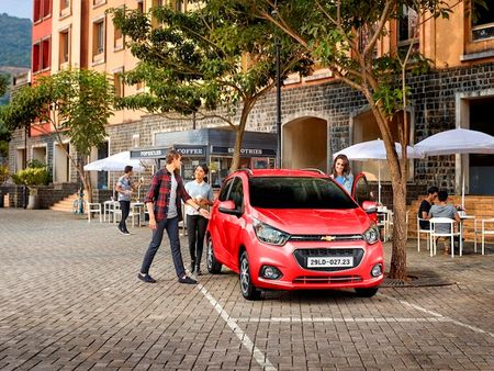 Chevrolet Spark 2018 co gia tu 299 trieu dong tai Viet Nam - Anh 1